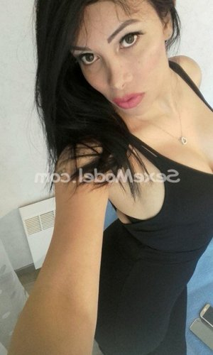 Elisaveta massage escorte à Saint-Berthevin